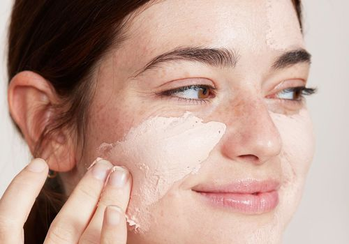 calamine lotion rub on face